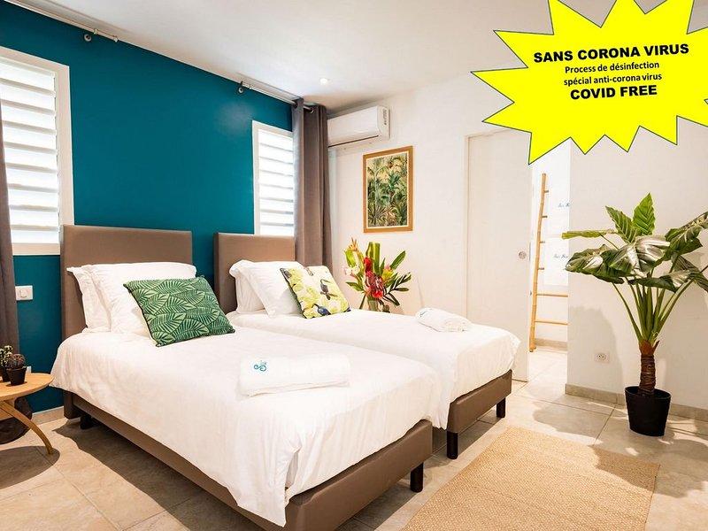 Villa de standing - ACCES DIRECT A LA PLAGE - banc de sable (Promo -20%), location de vacances à Le Diamant