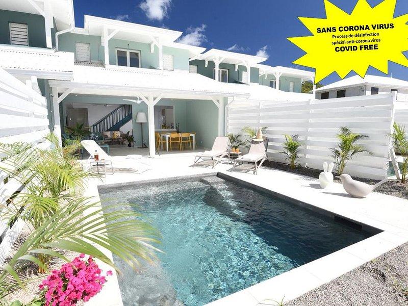 Villa de standing, ACCES DIRECT A LA PLAGE !, location de vacances à Le Diamant