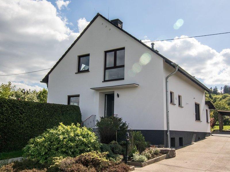 moderne Landvilla in indyllischer Lage für Rollstuhlfahrer geeignetes Erdgeschoß, location de vacances à Munstermaifeld