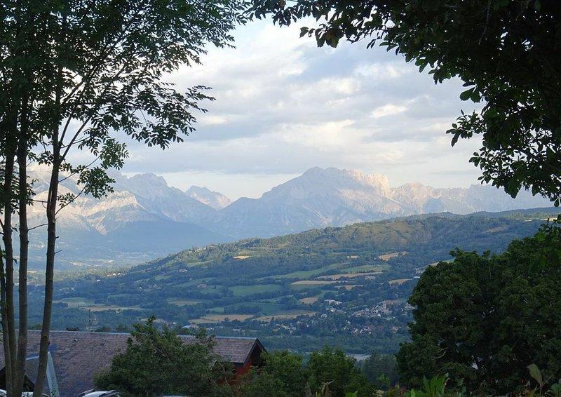 Chalet 6 pers.Jolie vue montagne Air Pur ;Soleil ; Repos, casa vacanza a Ancelle