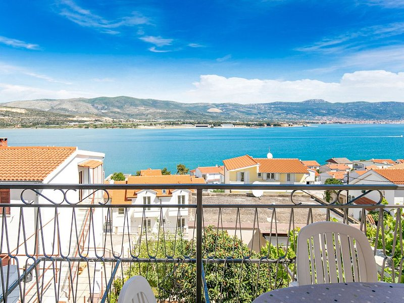 Lovely Apartment in Mastrinka Trogir near Seabeach, vacation rental in Mastrinka