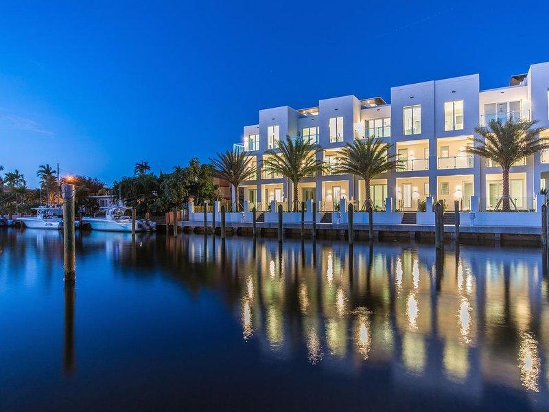 SkY230 Waterfront Luxury Townhome near Ocean – semesterbostad i Lauderdale by the Sea