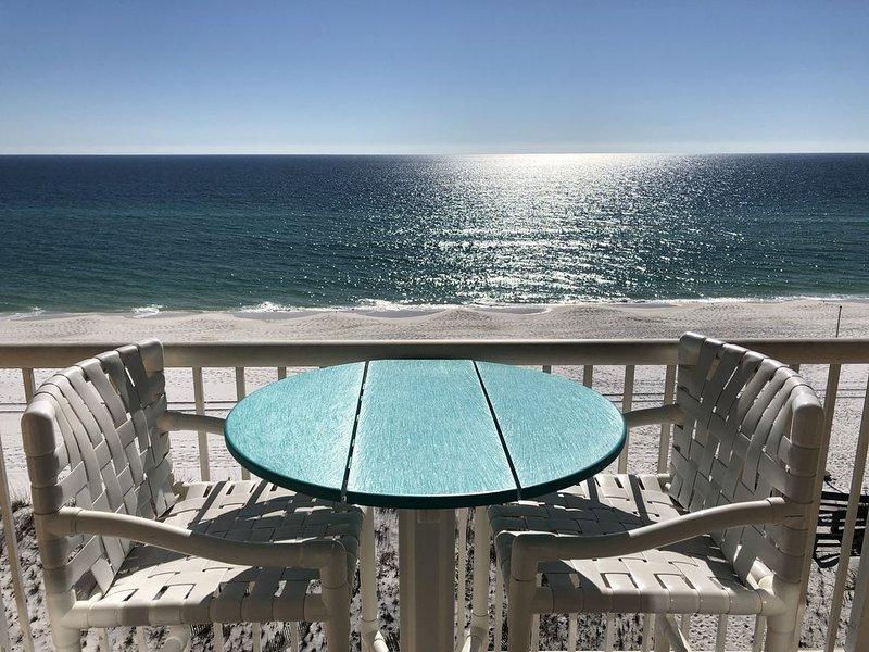 Top Floor Corner Unit Ocean Front Studio Most Affordable- Free Beach Service, alquiler de vacaciones en Fort Walton Beach