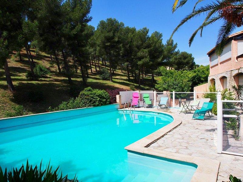 Spacieuse villa provençale climatisée avec grande piscine, holiday rental in Carry-le-Rouet