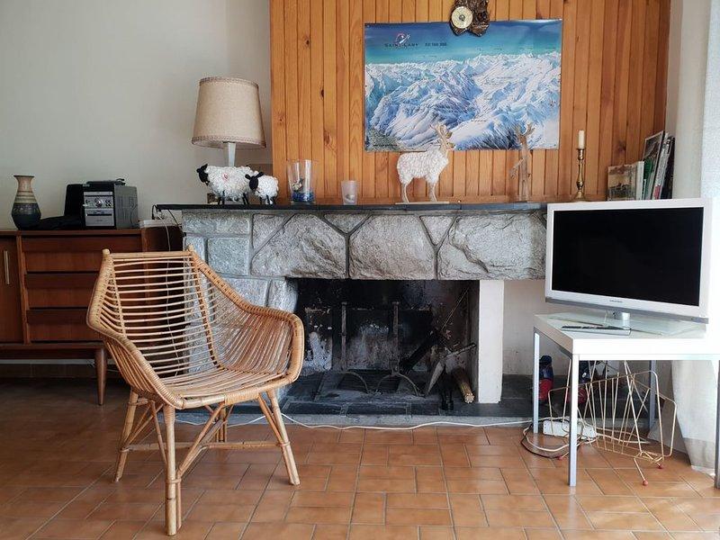 Appartement centre St Lary village avec grande terrasse vue montagne, holiday rental in Vignec