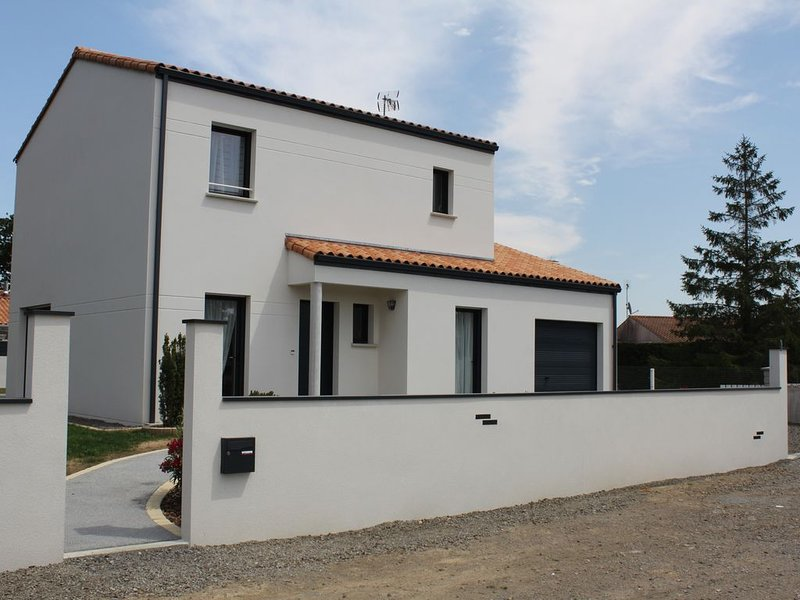 Maison familiale avec jardin et terrasse à 5 minutes de la plage du Veillon, aluguéis de temporada em Talmont Saint Hilaire