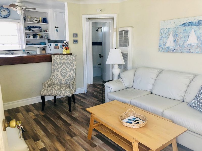 Cozy Beach Apartment in Trendy Belmont Shore!  Sanitized and Clean!, vacation rental in Long Beach
