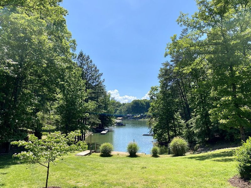 Waterfront Lake Norman Retreat with private dock, quiet cove, amazing views!, holiday rental in Lake Norman