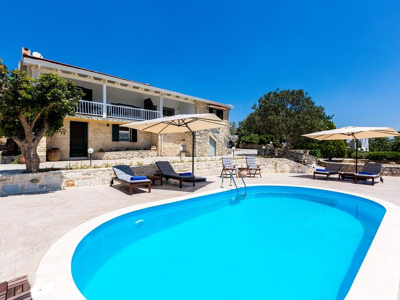 Private villa with pool set in small traditional village. Family-friendly, holiday rental in Lampini