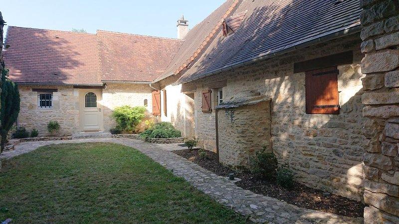 MAISON TRADITIONNELLE EN PERIGORD, CALME A LA CAMPAGNE, holiday rental in La Feuillade