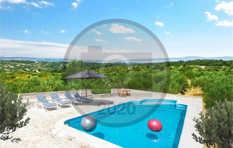 3 Zimmer Unterkunft in Sutivan, holiday rental in Sutivan