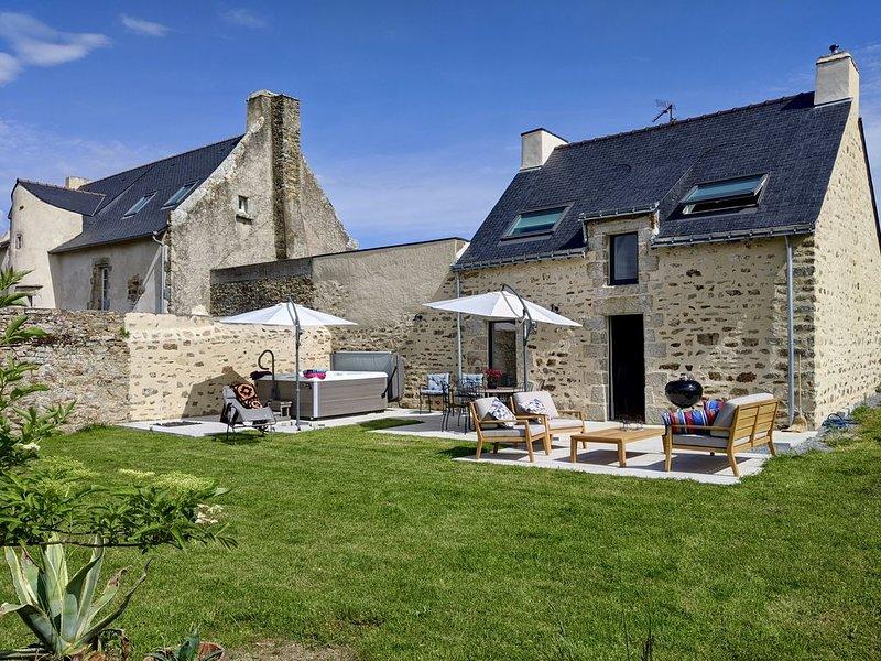 Maison de pécheur entièrement restaurée, vue golfe, avec jacuzzi, casa vacanza a Sene