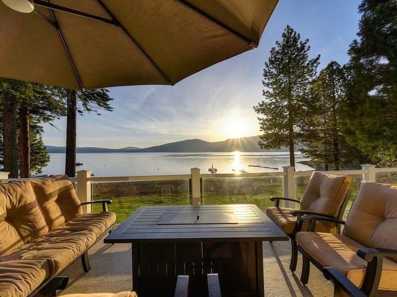 Great Beach - Lakefront Home in Lake Almanor Country Club, holiday rental in Prattville