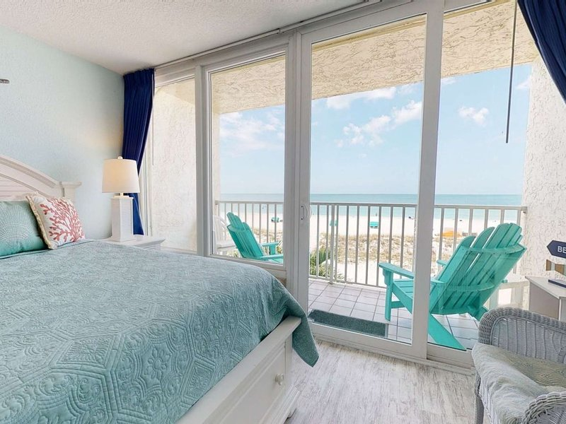 Stunning Views in this Beautifully Decorated Beachfront Studio with Private Balc, vacation rental in Treasure Island