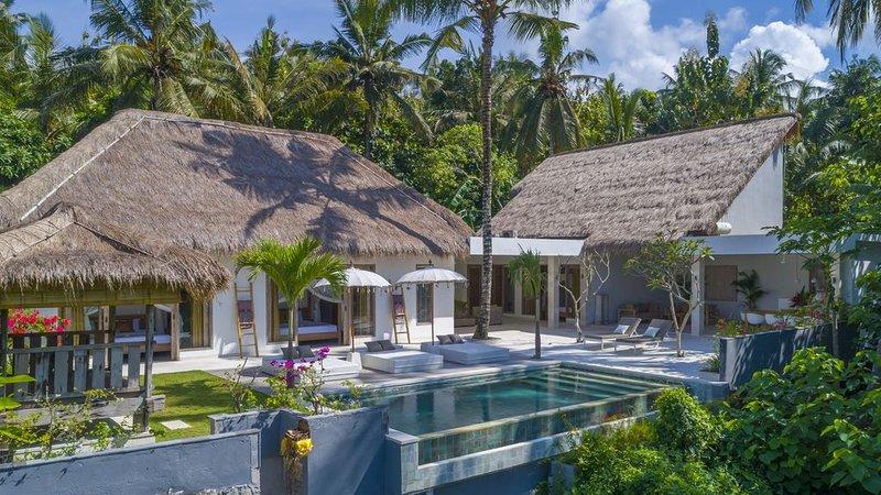 Hidden Jewel in Bali - Villa with private chef and infinity pool, location de vacances à Seraya