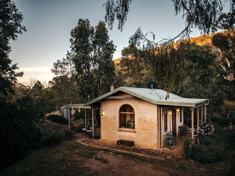 Tathra Cottage - Rustic Farmstay, alquiler de vacaciones en Tallarook