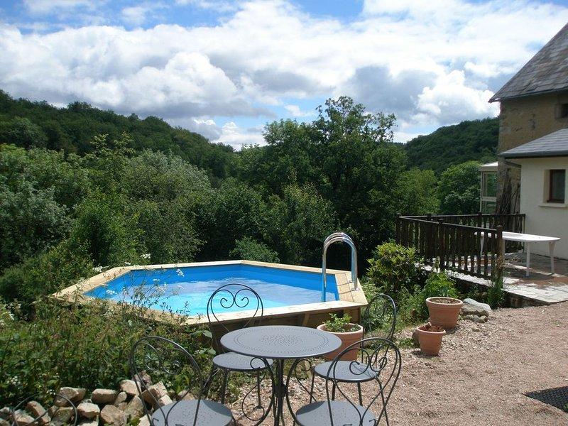 Sfeervolle gite midden in fraaie natuur, met finse sauna en zwem- dompelbad., location de vacances à Chapdes-Beaufort