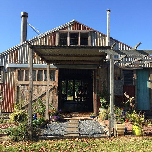 Byron Bay's  Historic Barnstay  at Tooraloo Farm!, location de vacances à Tyagarah