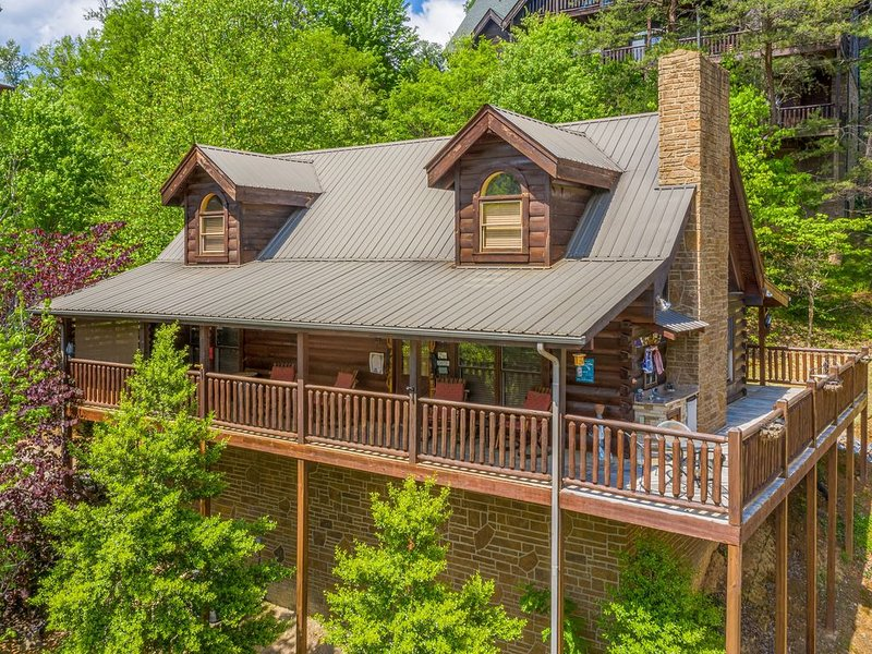 Pigeon Forge Cabin near the Parkway, holiday rental in Pigeon Forge