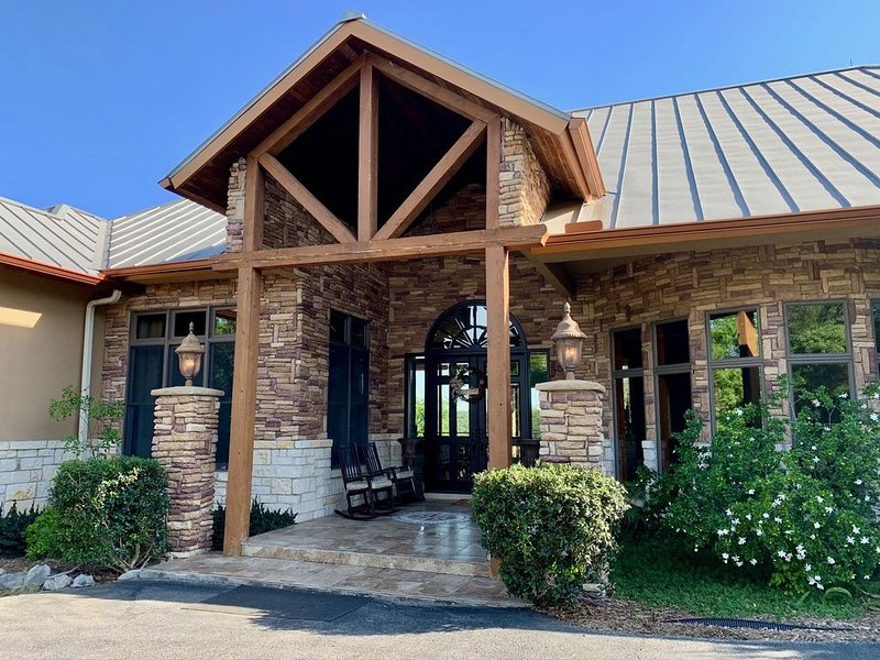 Scenic Hill Country Retreat In New Braunfels, location de vacances à Canyon Lake