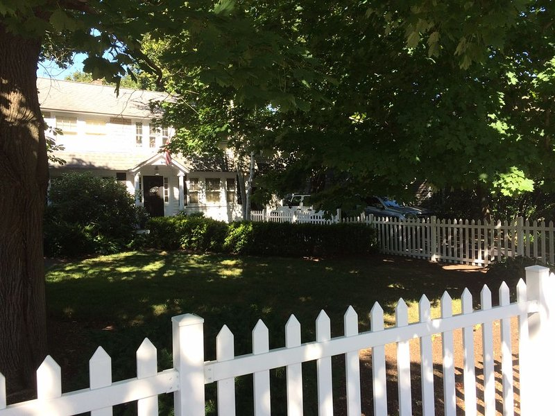Beautiful Osterville Home central to everything!, aluguéis de temporada em Osterville