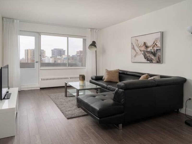 1704 - Downtown, Park & Pool, vacation rental in Montreal