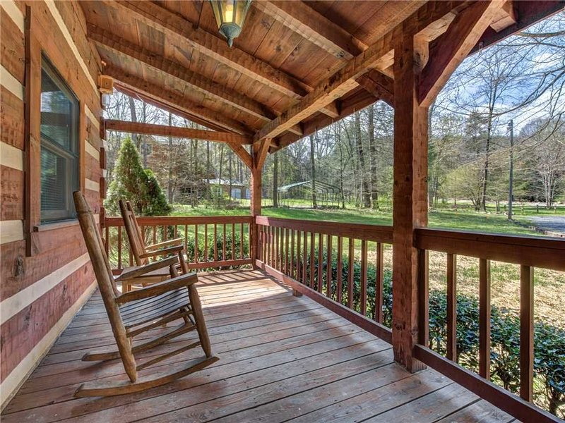 Southern Comfort. Relax and enjoy your own cabin in the Great Smoky Mountians, aluguéis de temporada em Cosby