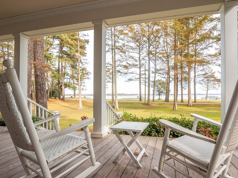 Romantic Riverside Private Wing, holiday rental in Elizabeth City