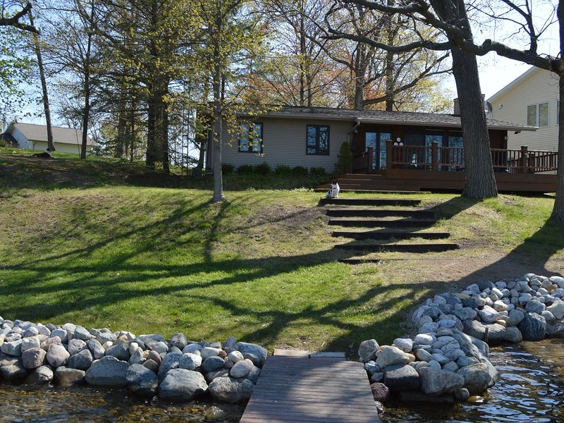 Charming home with Jimmerson lake frontage, holiday rental in Coldwater
