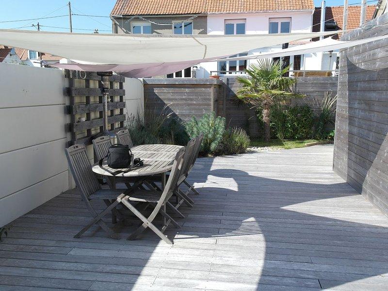 Charmante maison individuelle lumineuse-belle terrasse et poêle-plage a pied, vacation rental in Bleriot-Plage