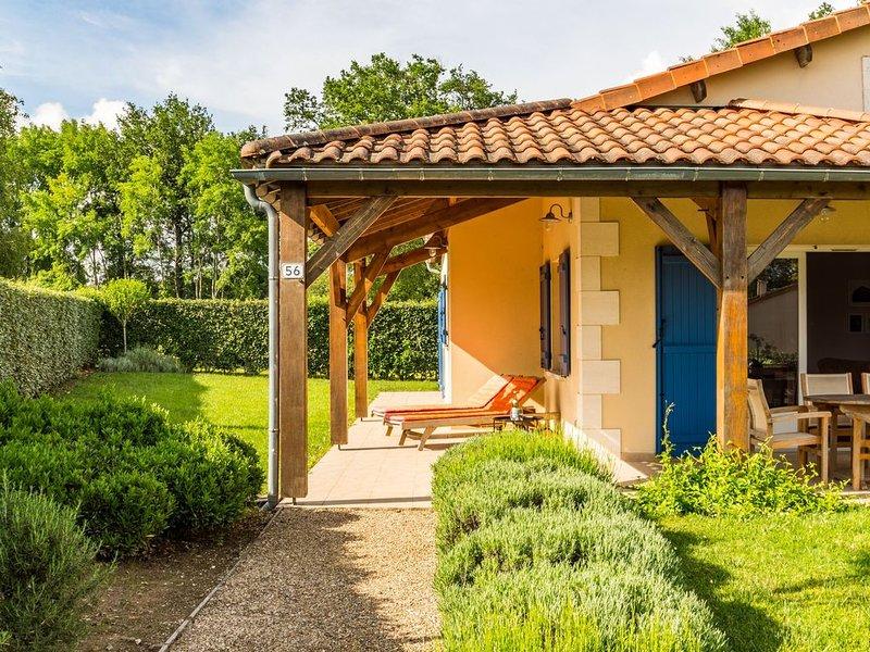Heerlijke 6 persoonsvilla, vlakbij de golfbaan van Les Forges (Poitou Charentes), vacation rental in Vasles