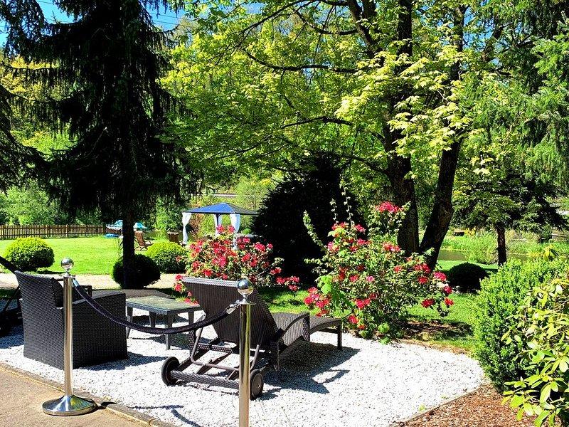 Ferienwohnung im OG mit großem Garten und Zugang zur Waldnaab, location de vacances à Waldthurn