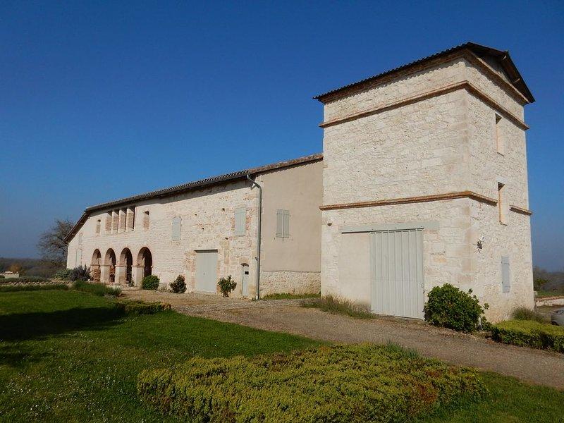 Grand gîte 4 étoiles et 4 épis, moderne et isolé en pleine campagne, holiday rental in Saint-Arroumex
