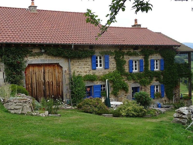 Maison ancienne de caractère, holiday rental in Bertignat