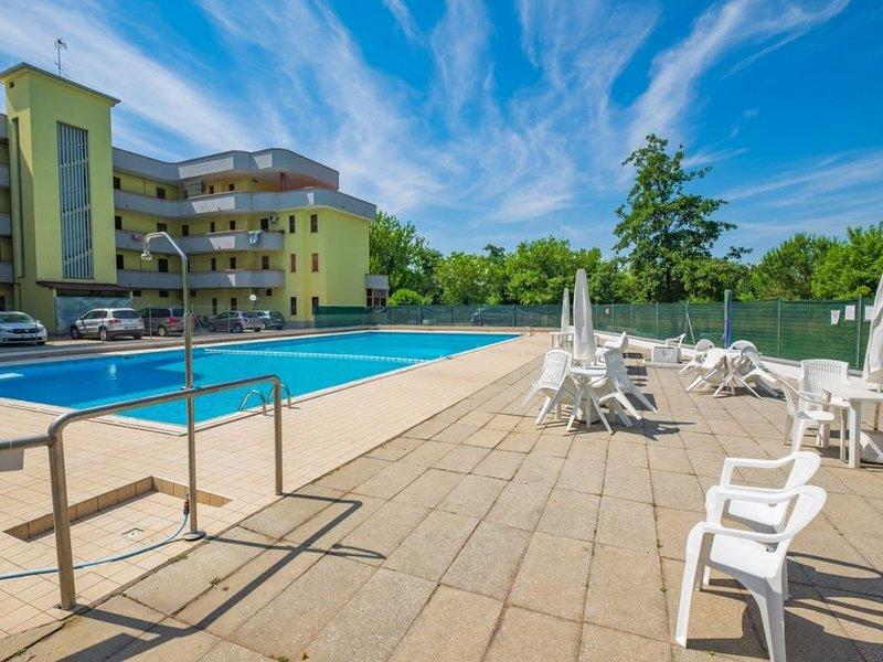 Appartamento trilocale in residence con piscina, aria cond. e lavastoviglie, casa vacanza a Codigoro