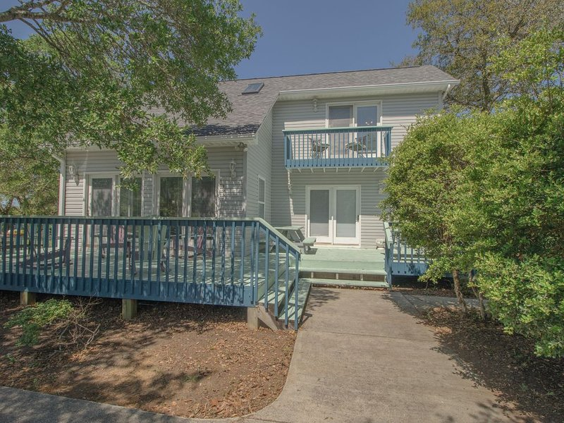 Walk to the beach from 'Inner Child Gone Wild!', holiday rental in Long Beach