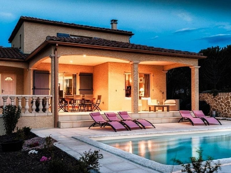 Villa Les Deux Cypres, with pool, St Laurent de la Cabrerisse, Aude, location de vacances à Talairan