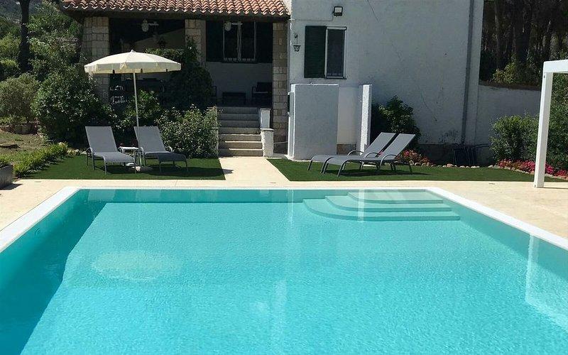 Villa Elefra - Un sogno con piscina, vacation rental in Santa Margherita di Pula