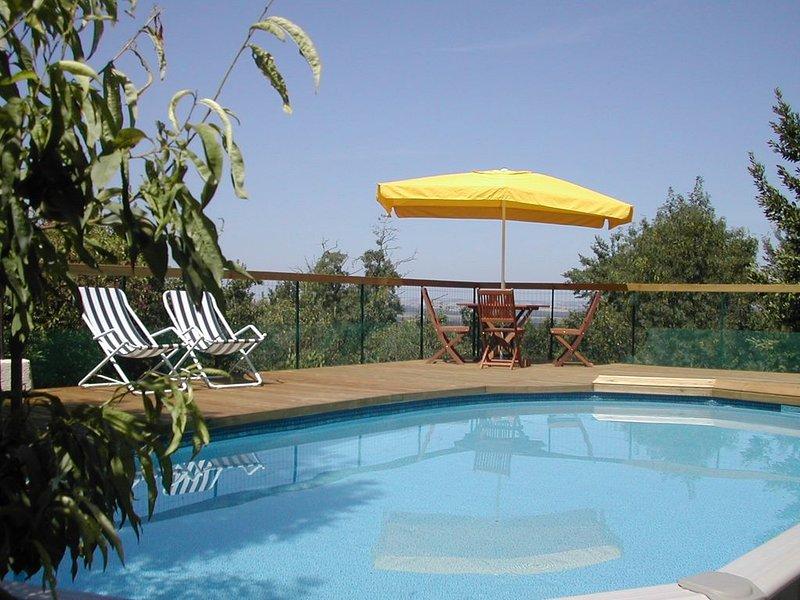 Maison de village avec grande terrasse, vue panoramique et et piscine privée, casa vacanza a Marsolan