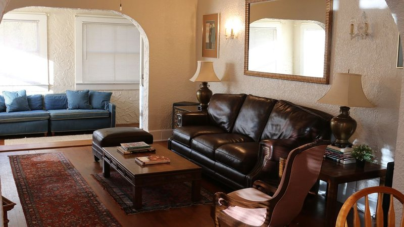 Comfortable Spanish style house, great location!, casa vacanza a St. Petersburg