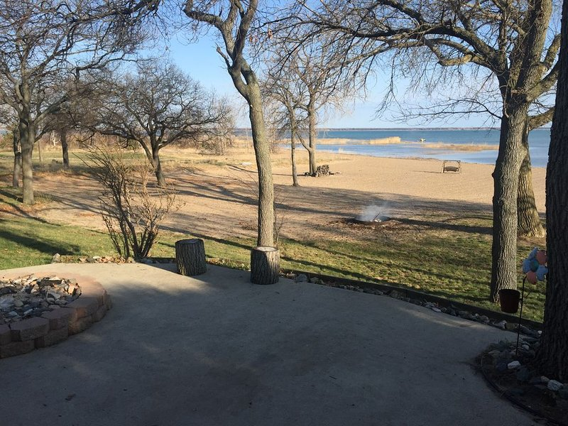 Contactless Check In -- Sand Point Private Lake/Beachfront Cottage, holiday rental in Au Gres