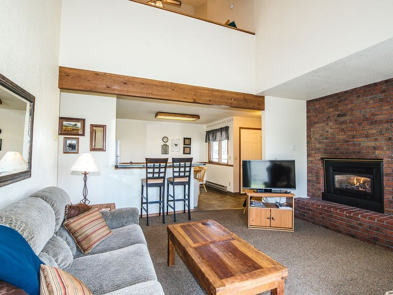2 bed 2 bath - Aspen Townhomes #7 fully equipped condo with pool hot tub, sauna, aluguéis de temporada em Roberts