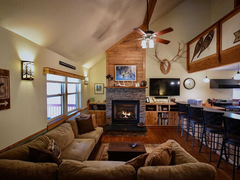 Montana Rock Creek Cabin, in Rock Creek Valley. Great Fishing, Views, Hiking!, holiday rental in Clinton