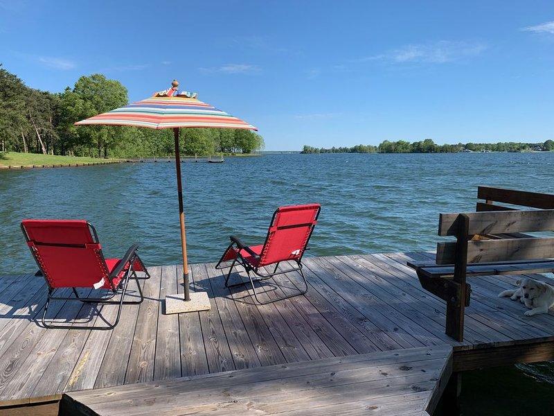 Lakefront Cabin w/ 800' of shoreline, WiFi, Beach,Dog Friendly, Kayaks, Fishing, alquiler vacacional en Bumpass