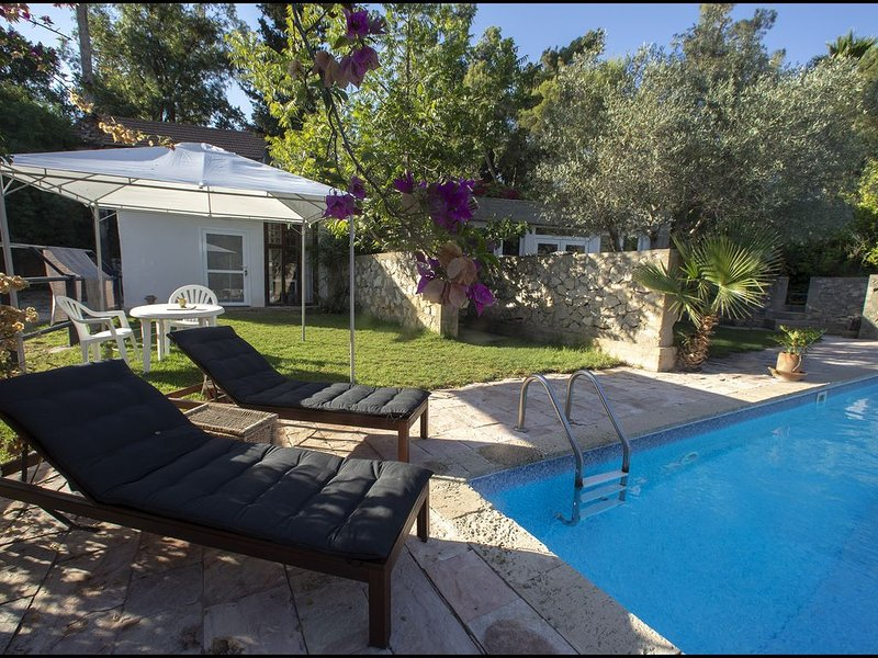 Jerusalem Pool House, holiday rental in Beit Shemesh