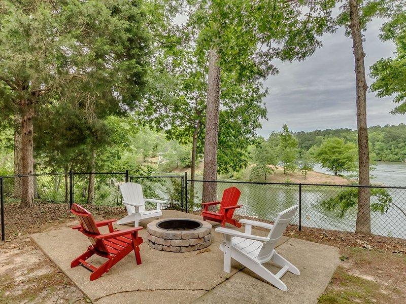 Tuscaloosa Lake House Retreat!, holiday rental in Coker