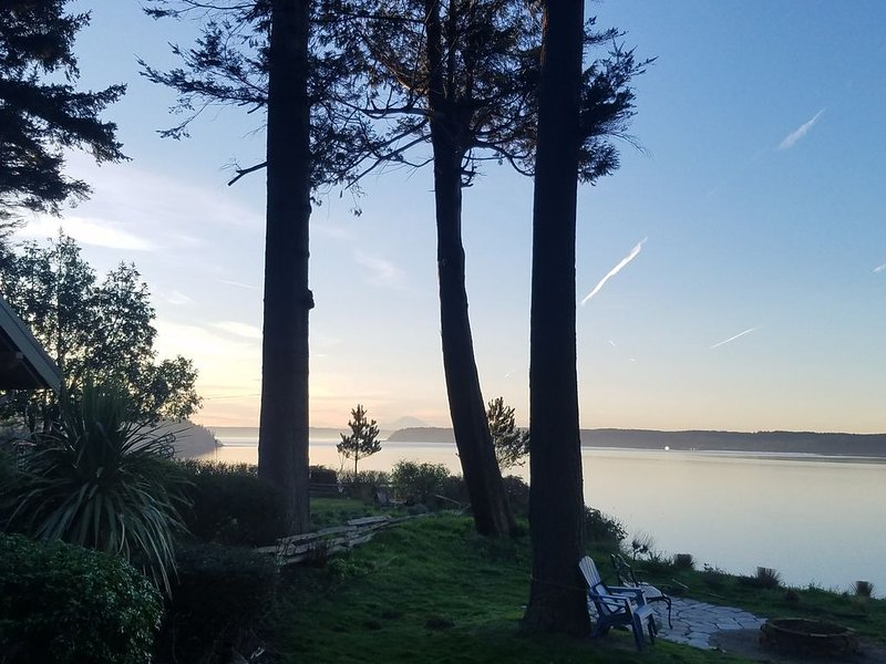 Wonderful views and easy living on peaceful south Camano Island, location de vacances à Lakewood  Snohomish County