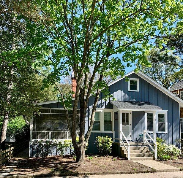 Pines Cottage ~Half Block to Beach ~5 Bedrooms ~Sleeps 10 ~ Huge Porch and Patio, alquiler de vacaciones en Rehoboth Beach