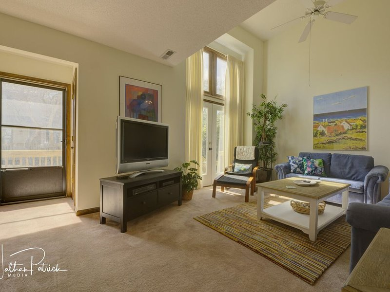 3 BR Oceanfront Townhome - Remodeled Kitchen & Baths, Views Pool WiFi, holiday rental in Atlantic Beach