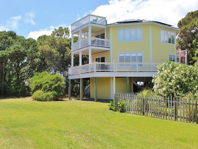 1505 Forrest Ave- 5BR 3BA with River and Ocean Views!, location de vacances à Folly Beach